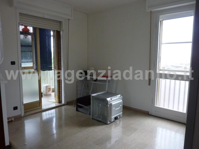 Vendita grande appartamento a comacchio con garage for Casa in vendita con garage appartamento